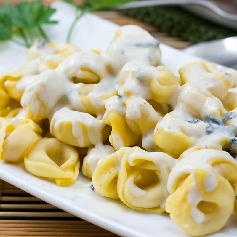 Tortelloni punjeni sa četiri vrste sira u umaku od gorgonzole