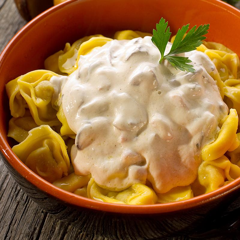 Tortelloni gefüllt mit 4 Käsesorten in 3 Käse Sauce