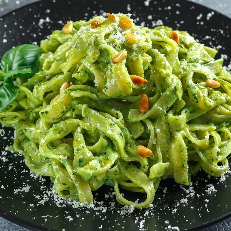 Zelene tagliatelle s kremom od sira
