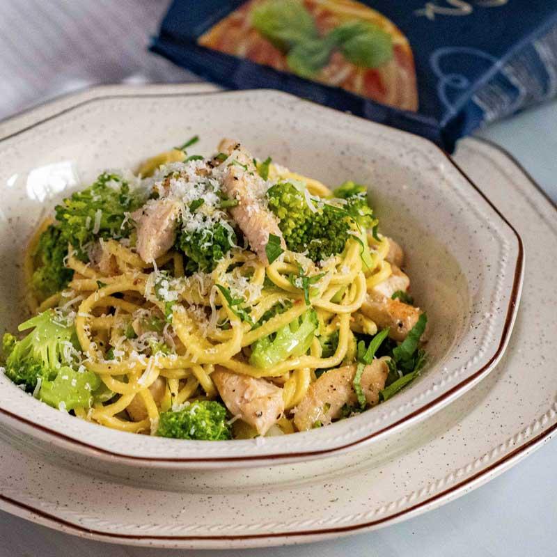 Klasična tjestenina s piletinom i brokulom