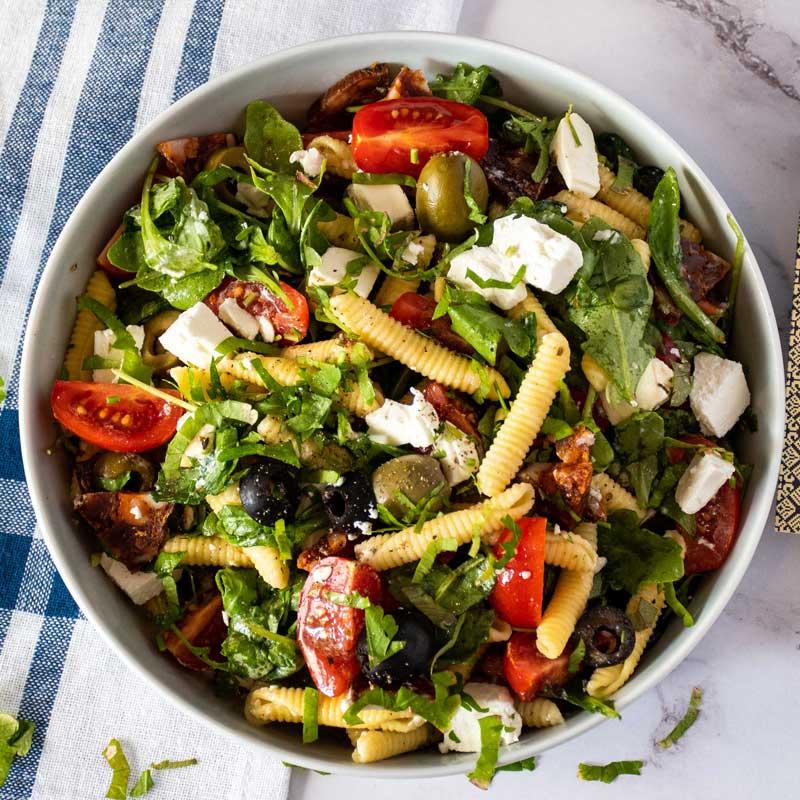 Ljetna salata s Aurelia etno tjesteninom i kulenom